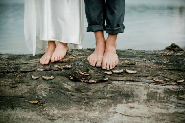 Ayaklarınızın size söylemeye çalıştığı 9 şeySarı ayak tırnakları Tıpkı vücudunuzdaki diğer bölgeler gibi, ayak tırnaklarınızdaki renk bozulması da bir şeylerin yolunda olmadığının işareti sayılabilir