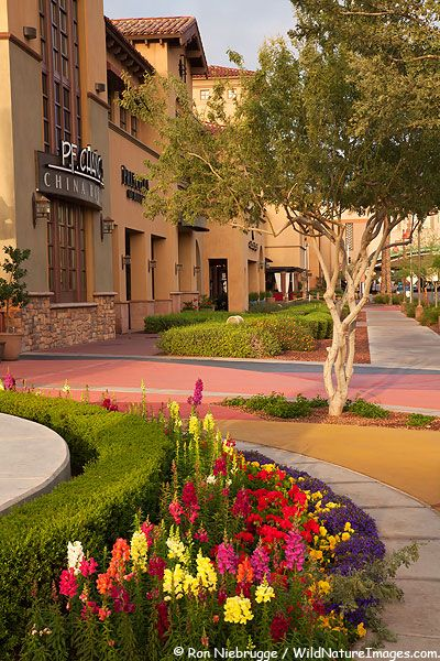 Restaurants And Retail Shopping In Dowtown Scottsdale Arizona