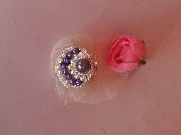 bague réglable perles en verre mauve, filigranées argenté et perle magique mauve : Bague par chely-s-creation alittlemarket.com