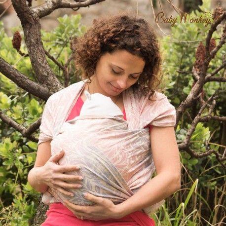 BabyMonkey studia, progetta e realizza interamente in Italia fasce porta bebè. Scegli la tua Fascia porta bebè, Rigida o ad Anelli, e scopri tutti i benefici e la comodità di portare il tuo cucciolo vicino a te.