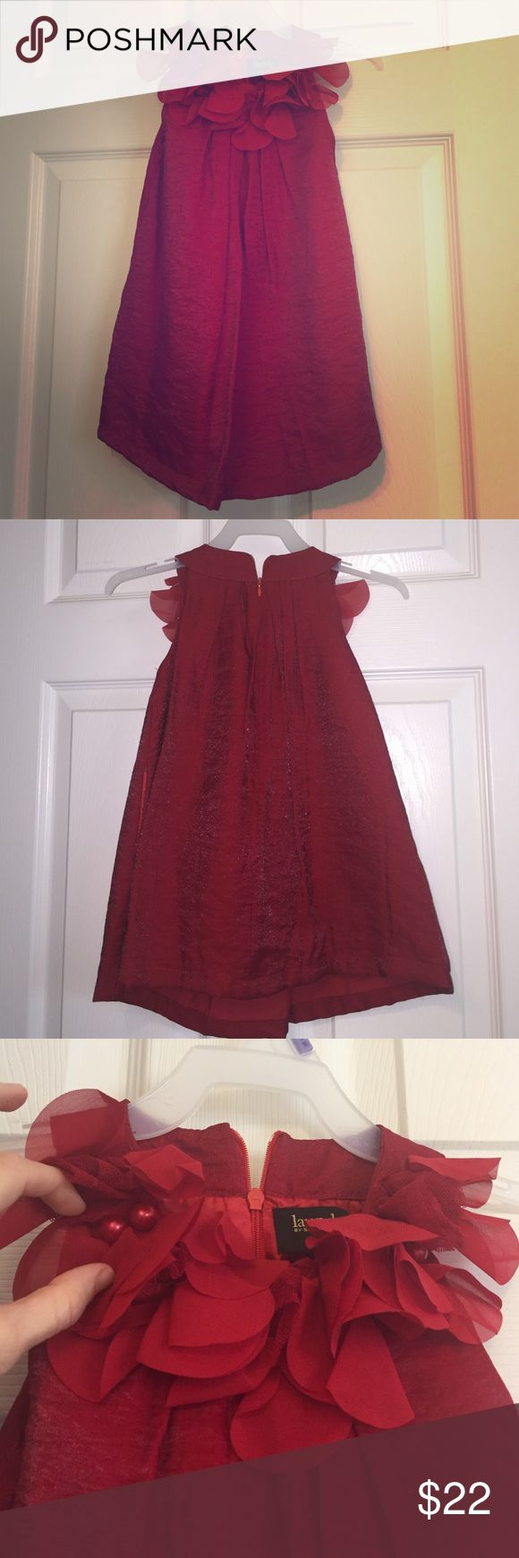 🎄Festive Christmas/party dress for toddler girl! Beautiful red girls holiday or party dress. Light weight, silky feeling material, with a little bit of a sheen to it. Detail on top is soft, shear, with lace accent & a few beads. Shift style. Bought in Nordstrom. Only worn for 2 hours. Laundry by Shelli Segal Dresses