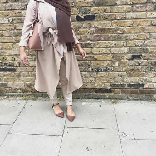 neutral hijab chic style- Colorful fashionable hijab outfits http://www.justtrendygirls.com/colorful-fashionable-hijab-outfits/