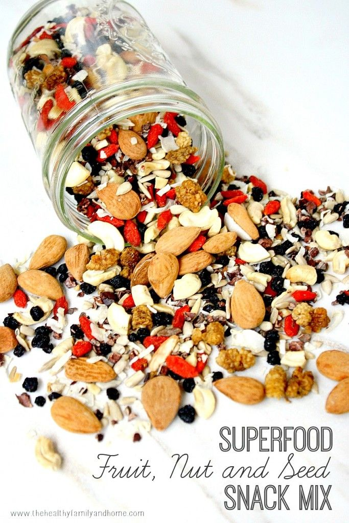 Superfood Fruit Nut & Seed Mix: probably one of the easiest + healthiest snacks to throw together (raw, vegan).