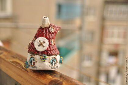Домик Госпожи Пуговкиной. - коричневый,миниатюра,дом,домик,окна,маленький домик