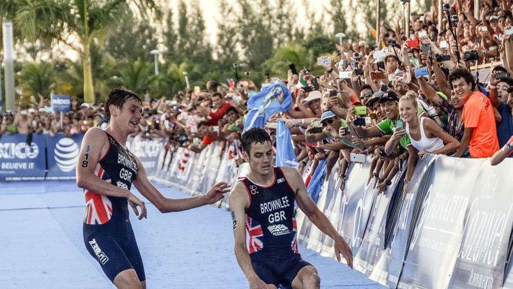 VIDÉO : En tête du triathlon de Cozumel au Mexique, le coureur Jonathan Brownlee…