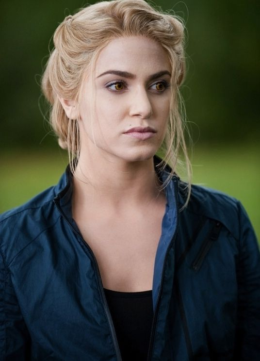 nikki reed as rosalie hale...LOVE THIS HAIRSTYLE