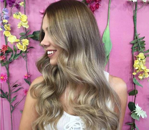 صبغة اومبري اشقر رمادي غامق و فاتح و فضي درجات اللون و الطريقة Ombrehair Hairstyles Haircolor Haircolortren Ash Blonde Hair Ombre Hair Blonde Hair Styles