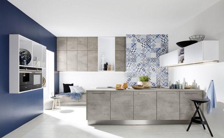 couleur cuisine tendance 2017 nolte-peinture-bleue-îlot-gris-clair