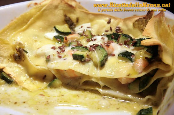Lasagna gamberi, zucchine, mozzarella di bufala e pesto con semi di lino