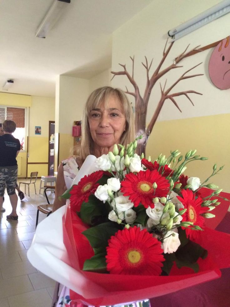 """Dopo 43 anni di servizio nella scuola dell'infanzia """"Nava"""" di Gussago, la maestra Daniela è andata in pensione."""