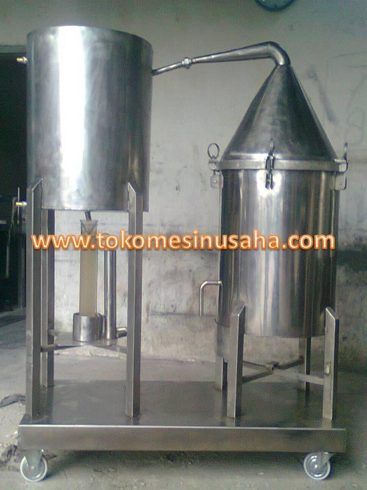 Mesin Destilasi Penyuling Minyak adalah alat untuk pengolahan minyak dari tumbuhan dengan cara penyulingan. Tumbuhan yang dapat digunakan pada mesin ini antara lain nilam, astiri, daun, dan akar Spesifikasi:      Kapasitas                       : 100kg     Bahan                            : Stainless steel     Pembakaran                  : Minyak tanah     Instalasi                        : Stainless steel     Dimensi Boiler               : 55 x 120 cm     Dimensi Bejana Bahan  : 50 x 100 cm