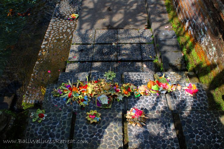 http://baliwellnessretreat.com/the-Balinese-Water-Purification-Ceremony/