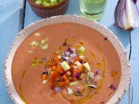 Kalte spanische Suppe (Gazpacho) ist ein Rezept mit frischen Zutaten aus der Kategorie Gemüsesuppe. Probieren Sie dieses und weitere Rezepte von EAT SMARTER!