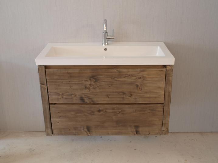 Een badkamermeubel met een porseleinen wasbak kunnen we leveren met of zonder kraan gat. Zo kies jij of je de kraan aan de wand wil hebben of op het blad. We bouwen meubels in diverse maten en in diverse modellen. Kijk ook op onze website. by WOOD4