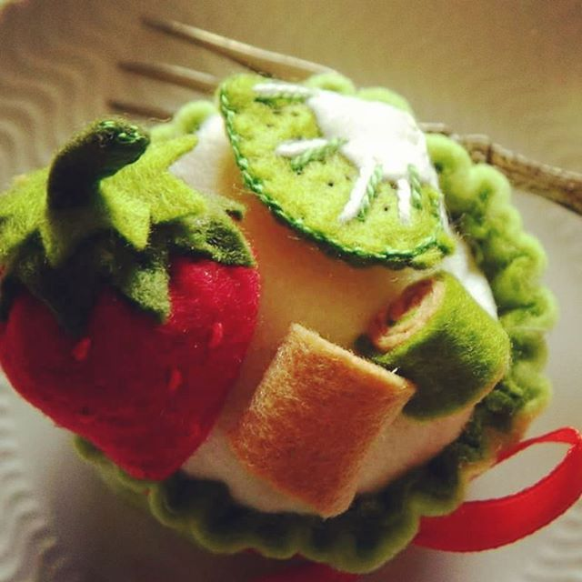 Sweet day  #purpy #purpyhandmade #padua #handmade #padova #eventplanner #felt #needle #ricamo #quilting #cucitocreativo #vake #cupcake #sweetpresent #dolce #fragola #strawberry #kiwi #green #biscuits #evedeso #eventdesignsource - posted by Purpy https://www.instagram.com/purpyhandmade. See more Event Planners at http://Evedeso.com
