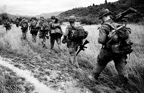 Fem domda till doden i vietnam