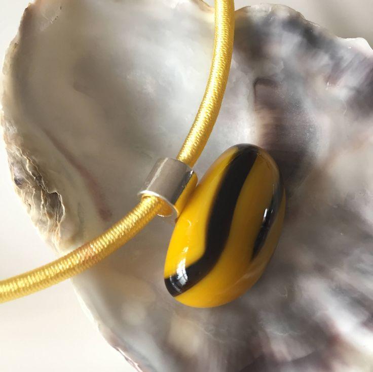 Glassieraden-glasfusing-zijde ketting-hanger-glass-art-handgemaakt glas sieraden-uniek glas-cadeau vrouw-Spectrumglas-geel-paars door CHARLOTTeGLAsARt op Etsy