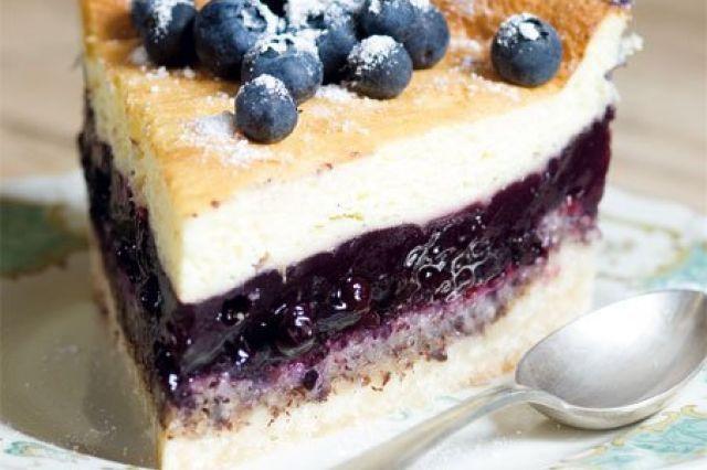 Borůvkový dort se zakysanou smetanou | Apetitonline.cz