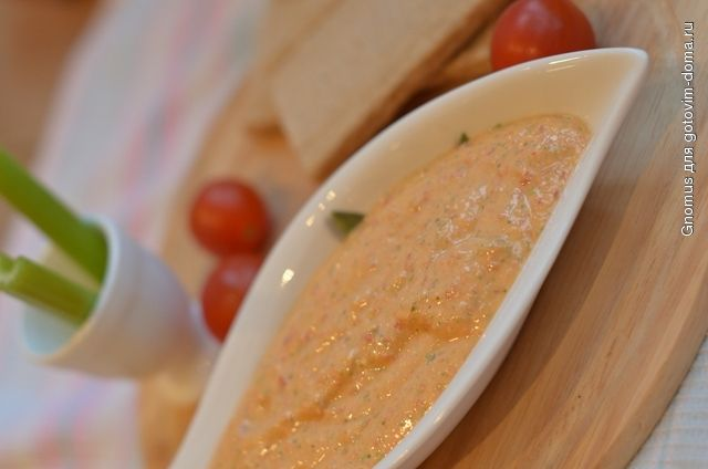 Острый творожный соус с чили, чесноком и зеленью