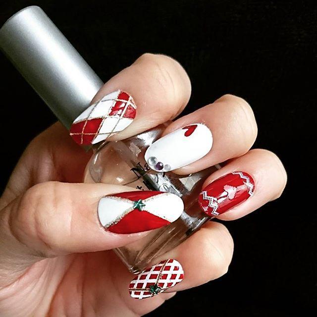 #セルフネイル #赤ネイル #白ネイル #つけ爪 #冬ネイル #ネイルチップ
