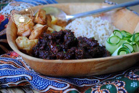 Rendang is een Indisch gerecht met rundvlees. Wil je eens iets anders maken dan rendang? Maak dan daging smoor. Een lekker en simpel gerecht.