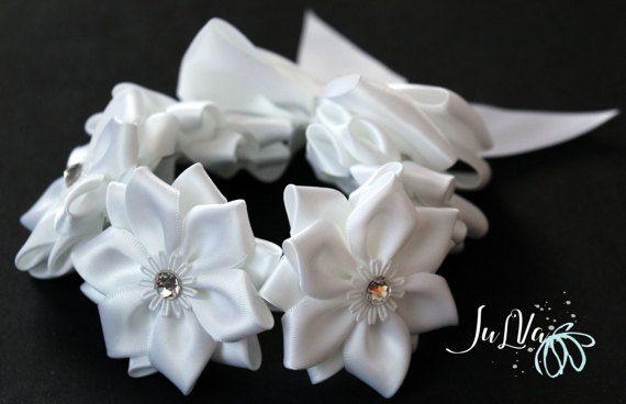 Capelli bianchi Kanzashi Bun Wrap. Involucro del fiore corona