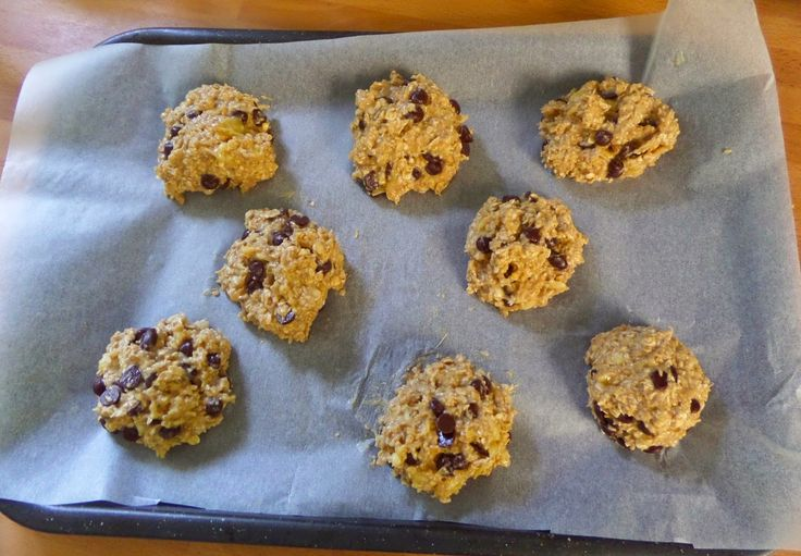 4 ingredients: bananas, pb, chocolate chips and oats!