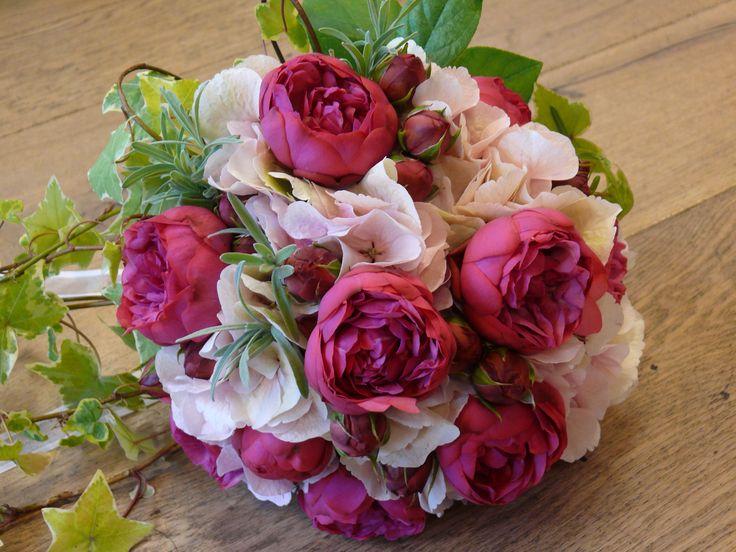 Bouquet sposa con romantiche rose inglesi e ortensia