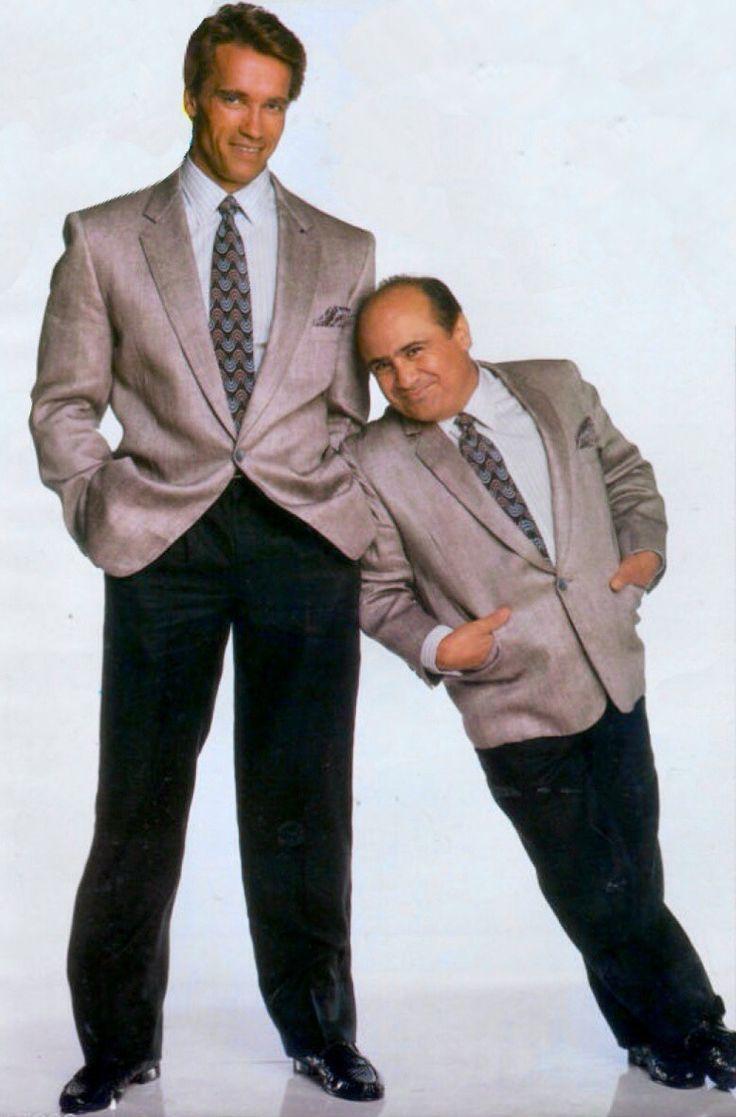 """Arnold Schwarzenegger & Danny DeVito in """"Twins"""" 1988"""