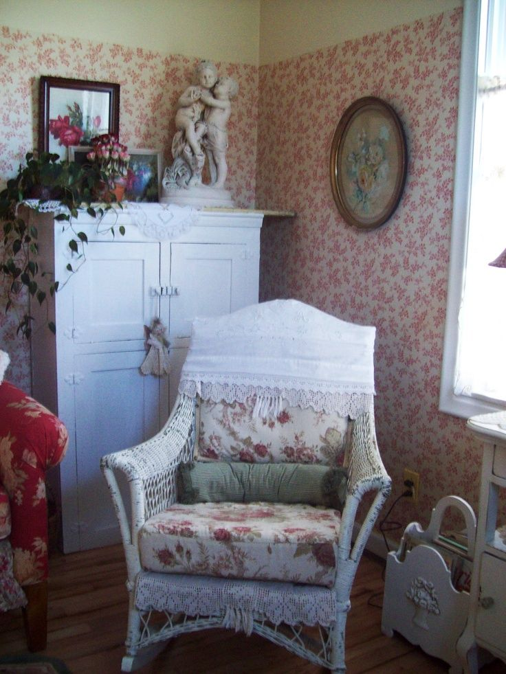 a nice wicker chair more cozy cottage shabby style pinterest wicker chairs shabby and. Black Bedroom Furniture Sets. Home Design Ideas
