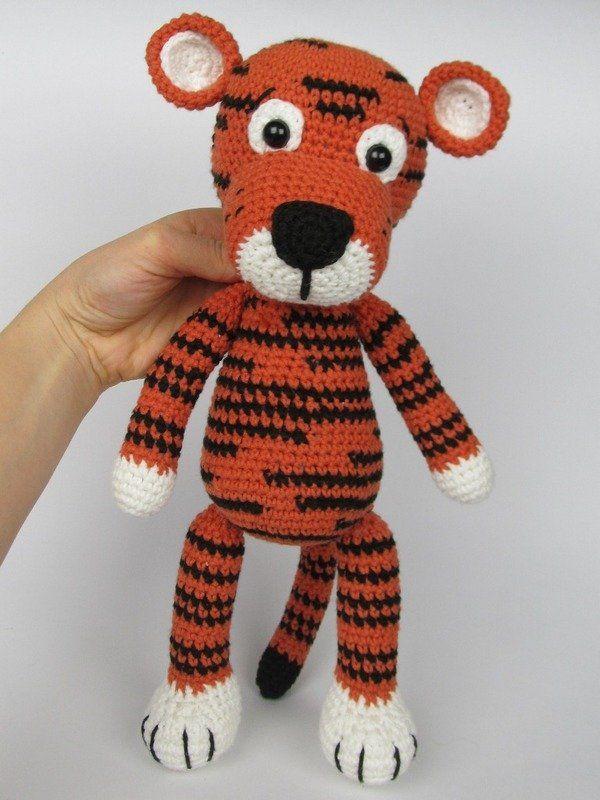 Free Crochet Tiger Amigurumi Pattern - thefriendlyredfox.com | 800x600
