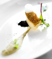 Merluza Negra, Artichoke Cream, Black Olive Powder, Sea Air #moleculargastronomy