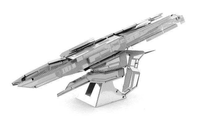 Modellino in Metallo 3D - Turian Cruiser I Turian sono una razza di Mass Effect noti per il loro ruolo militare. Costruisci l'incrociatore Turian con facilità con questo kit di montaggio in metallo. Incredibilmente dettagliato, il modellino parte da una lamiera di metallo tagliata al laser, per terminare in un sorprendente modello in 3D. Basta seguire le facili istruzioni di montaggio e ripiegare i pezzi collegandoli ai punti di fissaggio. Non necessita di collante. #MetalHeart3D