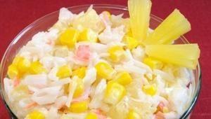 Салат с крабовыми палочками и ананасом