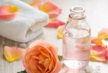 Struccante bifasico fai da te all'acqua di rose