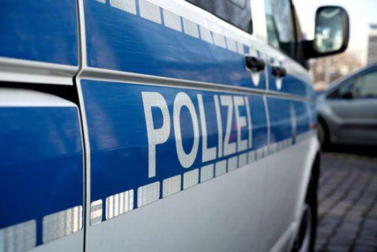 """Polizeibild (Foto: heiko119, 123rf)  Kreis Paderborn/Altenbeken (ots) - (dm) Vorsicht bei Anrufen angeblicher """"Microsoft""""-Mitarbeiter. Ein Mann aus Altenbeken hat sichauf diese kriminelle Legende eingelassen und Geld an Betrüger verloren.  Am vergangenen Freitag erhielt ein 25-jähriger Altenbekener nachmittags einen Anruf in englischer und teilweise gebrochener, deutscher Sprache.   #""""Abzock""""-Tricks #Abzocker #angeblicher""""Microsoft""""-Mitarbeiter #Datenspione #KreisPaderbor"""