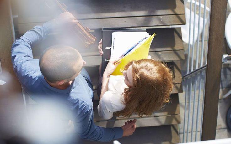 Essere più produttivi sul lavoro riuscendo a risparmiare tempo è un obiettivo per molti. Ma come riuscirci? Ecco i consigli di Carson Tate,