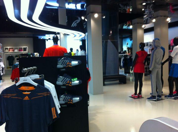 Adidas Oscar Freire, SP #SaoPaulo #OscarFreire #Adidas #Sportswear #VisualMerchandising #Lightning #Interior