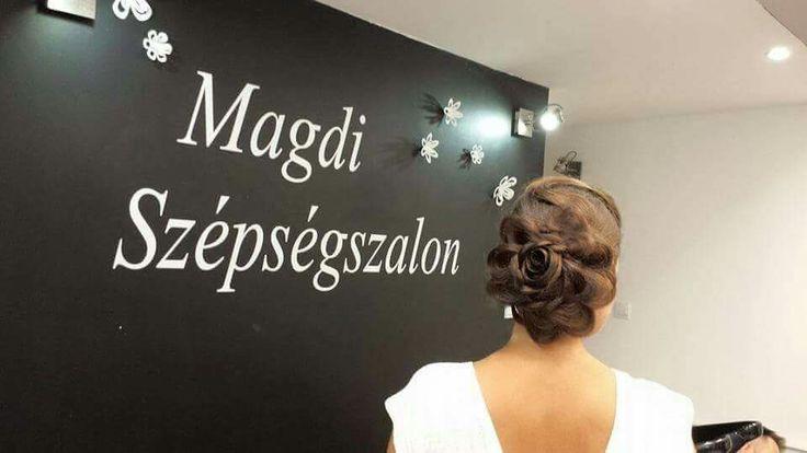 Magdi ma is szépségeset alkotott!  Hogy tetszik?   www.magdiszepsegszalon.hu  #konty #csodáshaj