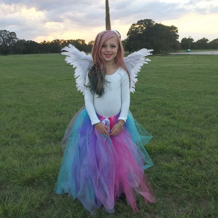 Kids DIY Halloween costume. Easy Kids Unicorn costume.