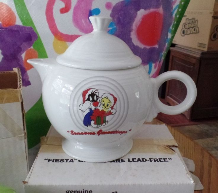 Warner Bros. Fiesta Ware Christmas Teapot w/SYLVESTER & TWEETY BIRD from 1994  #Fiesta