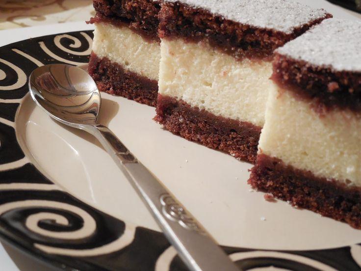 Csokis túrós süti, mágikus édesség! Kavart tészta, nem lehet elrontani ezért is imádom! :)
