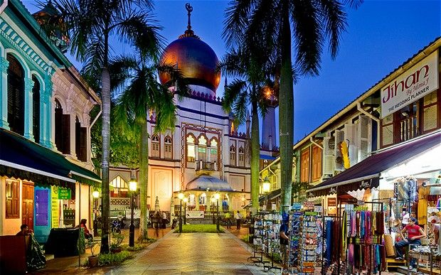 Masjid Sultan in Arab Street by night.  Source: beautyaboutnature.com