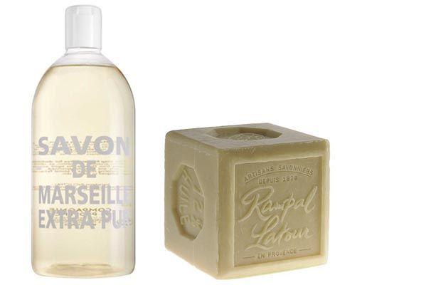 Le savon de Marseille permet de nettoyer presque tout dans la maison mais également de se laver et de soigner les petits bobos du quotidien.