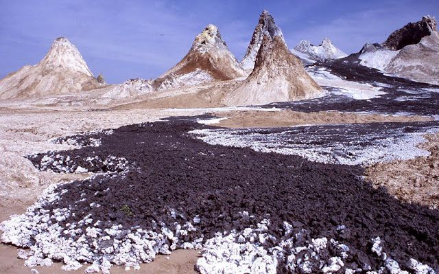 The World's Only Carbonatite Eruptions   L'angolo della Geologia.  East African Rift volcanoes