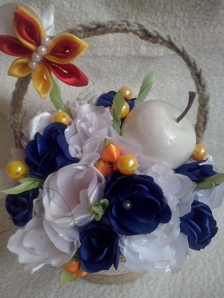 koszyk pełen kwiatów