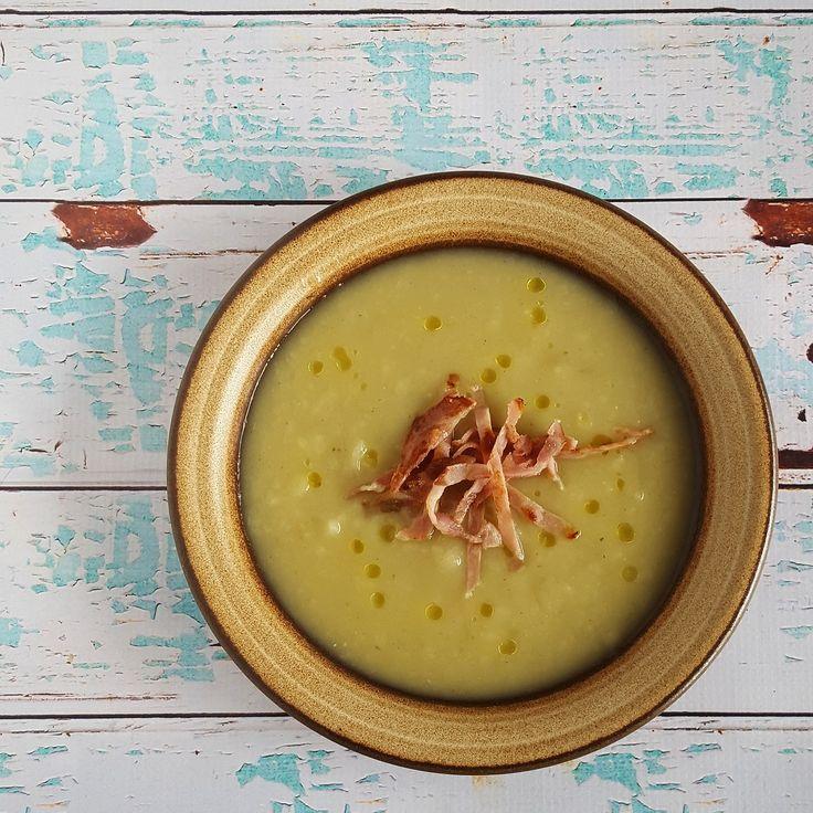 Een heerlijk soepje van vergeten groente: de aardpeer of topinamboer. Deze aardpeersoep wordt extra lekker dankzij uitgebakken bacon en truffelolie!