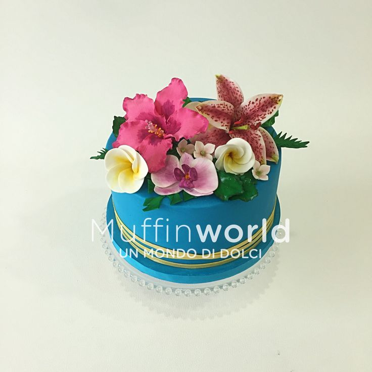 Torta di compleanno con bouquet di fiori tropicali Tropical flowers bouquet cake