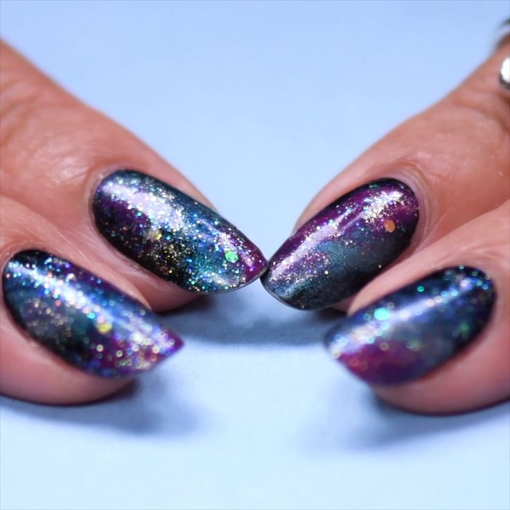 Try out these beautiful glitter nails! #glitter #nails #beauty