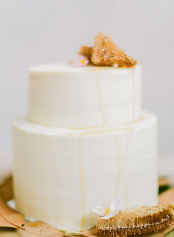wedding-cake-decorated-by-honey